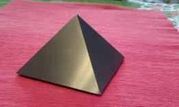 Titanové pyramidy